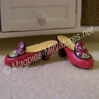 Pair of ladies shoes - pink/red