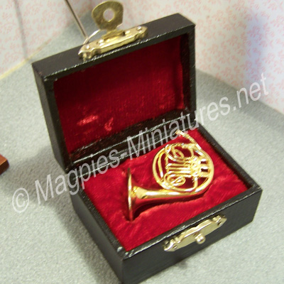 9158 french horn in case