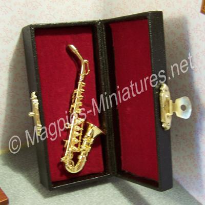 9549 deluxe tenor saxophone in case