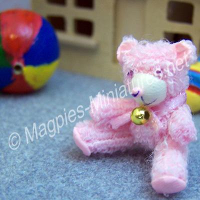 d932b sitting bear -pink