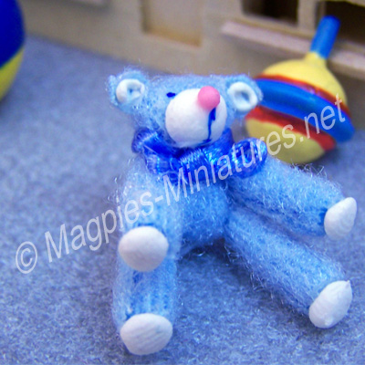 d932f sitting bear - blue
