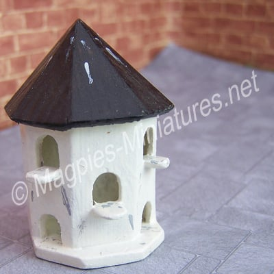 1/24th Scale Wall mounted dovecote, half round, painted.