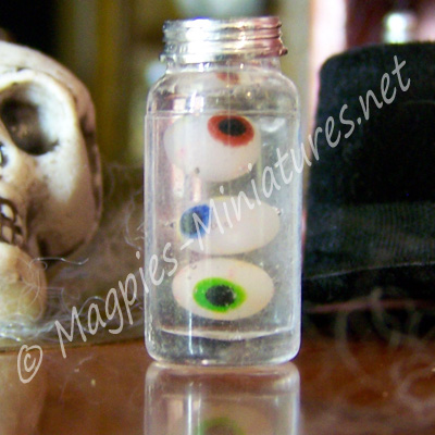 Eyeball Jar - Witches Halloween Accessory