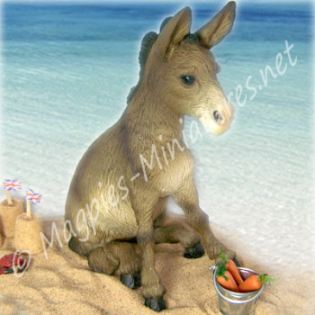 Sitting Brown Donkey - Morrag