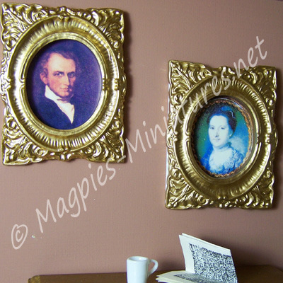 Picture - 2 Oval Framed Portraits