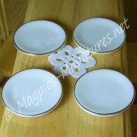 Pack of 4 Gold Rimmed Ceramic Dinner Plates