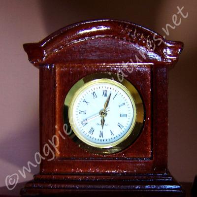 Working Wooden Mantle Clock - Mahogany
