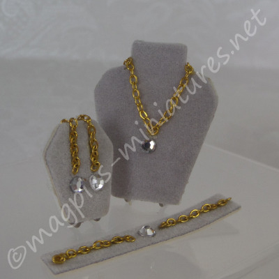 Diamond Jewellery Set Display