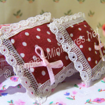Set of 2 Red Dotty Cusions