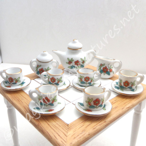 Red And Green Tea Set