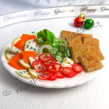 Salad platter with cheese and crackers