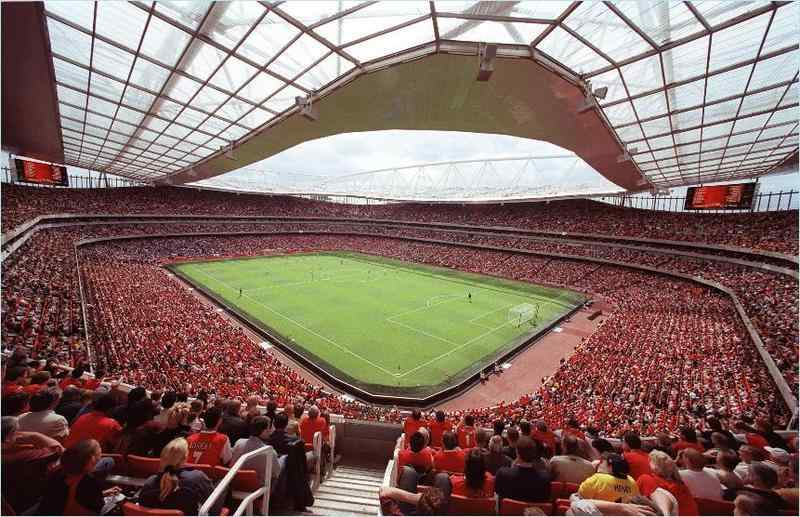 arsenal stadium emitates red crowd