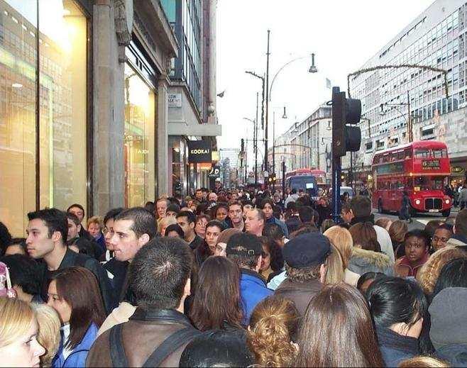 slow walkers in London oxford street