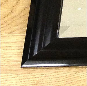 Black Gloss Ribbed Frame Detail