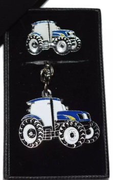 New Holland Keyring & Pinbadge Giftset