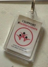 1026K - twittersisters/twitterbrothers Supporters Keyring