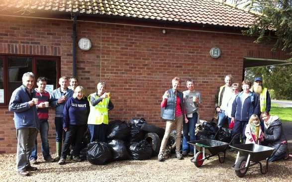 Litter_pickers_March_2012