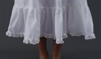 White-Broderie-Anglaise-Edge