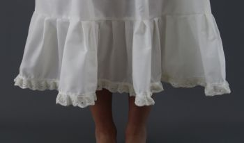 Ivory-Broderie-Anglaise-Edge