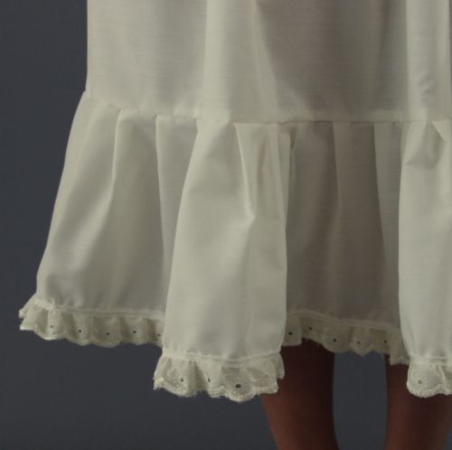 Ivory-Broderie-Anglaise-Trim