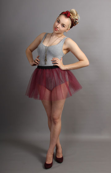 E94 Short Wine Net Skirt