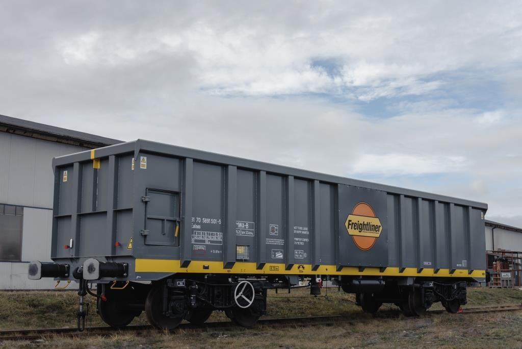 Repainted and rebranded Freightliner aggregate wagon