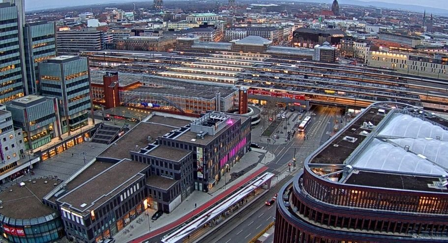 Clickable image taking you to the Hanover Hauptbahnhof webcam