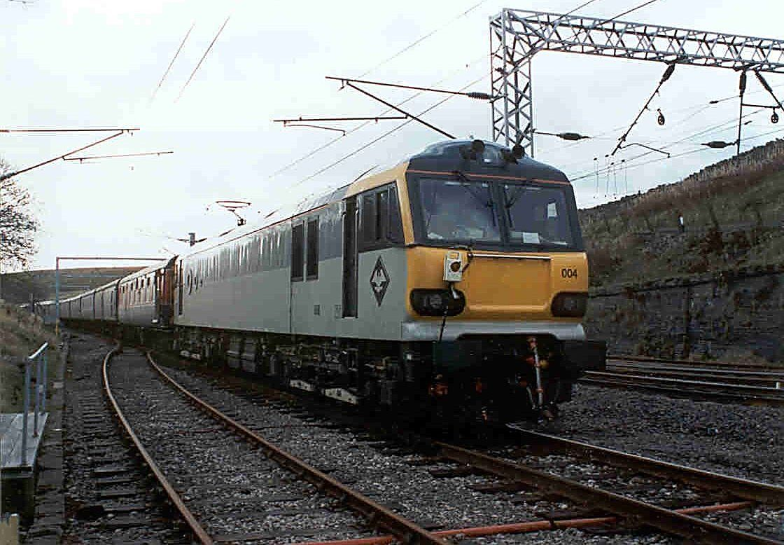 Image showing 92004 at the rear of a test train at Shap Summit