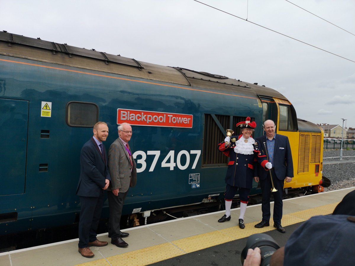 Image showing the newly re-named DRS locomotive 37407
