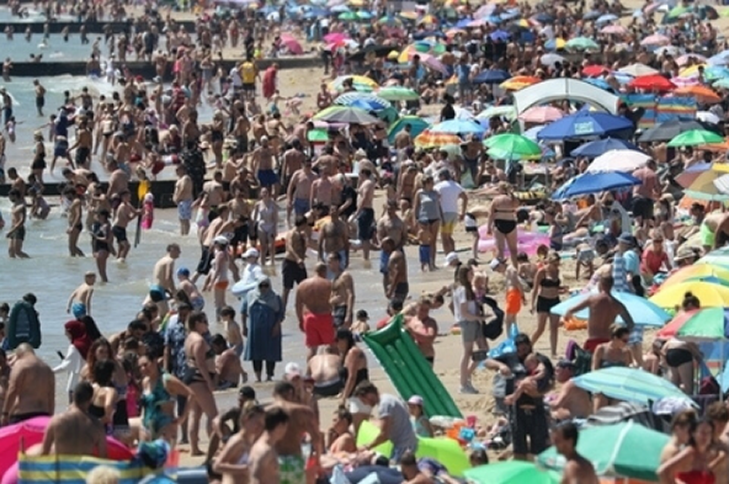 Image showing crowded beach