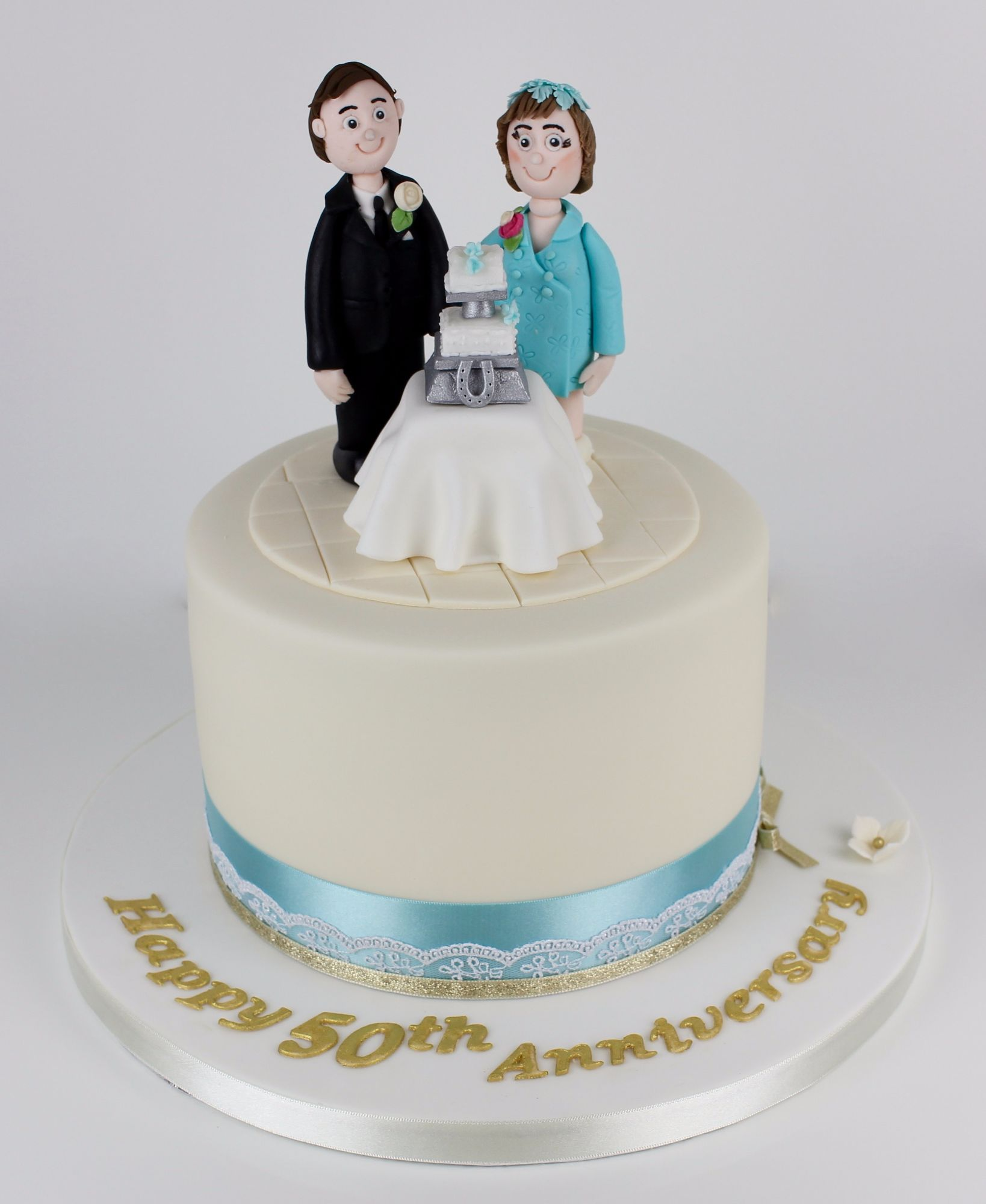 Anniversary wedding cake couple.