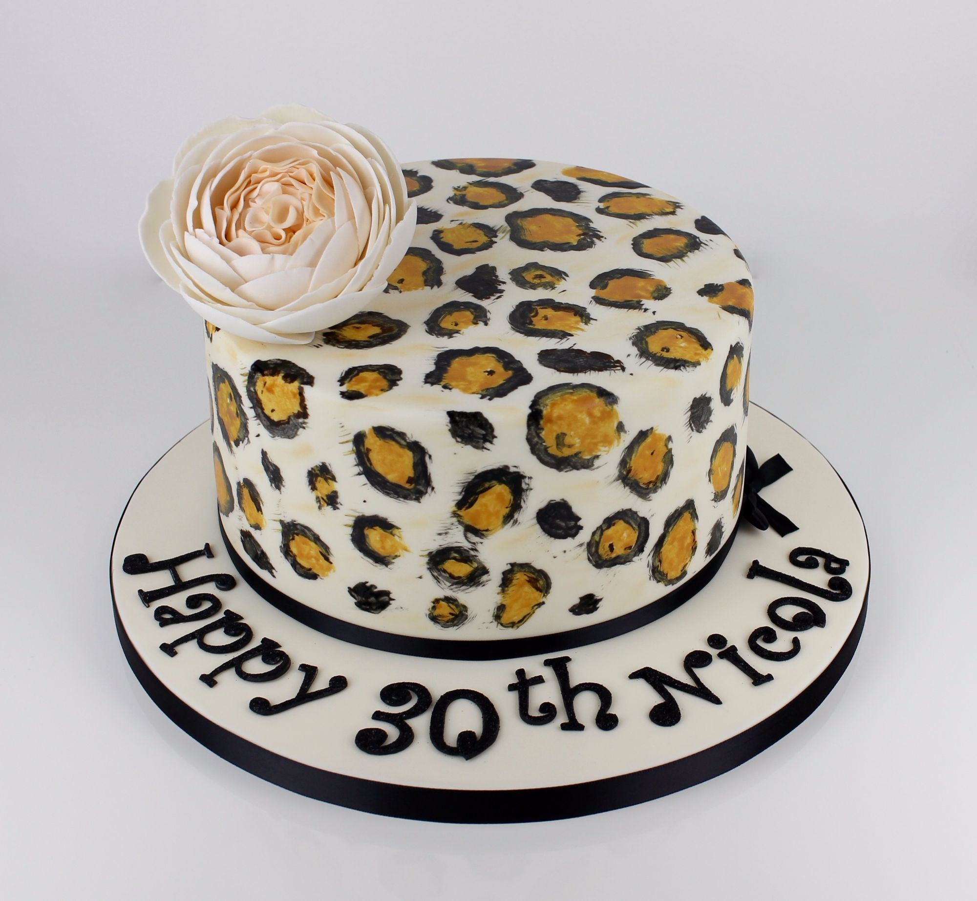 Classy leopard print design.