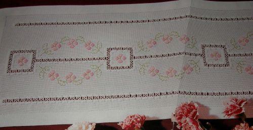 Hardanger Runner with Floral Motif ~ Hardanger Pattern