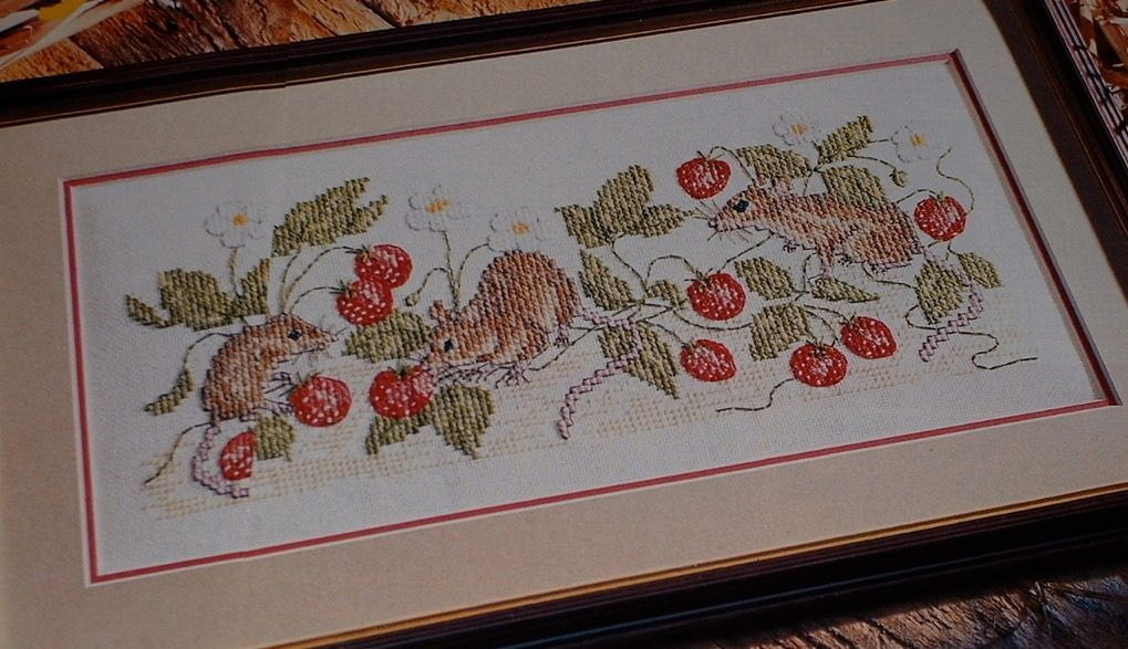Fieldmice Amongst the Strawberries ~ Cross Stitch Chart
