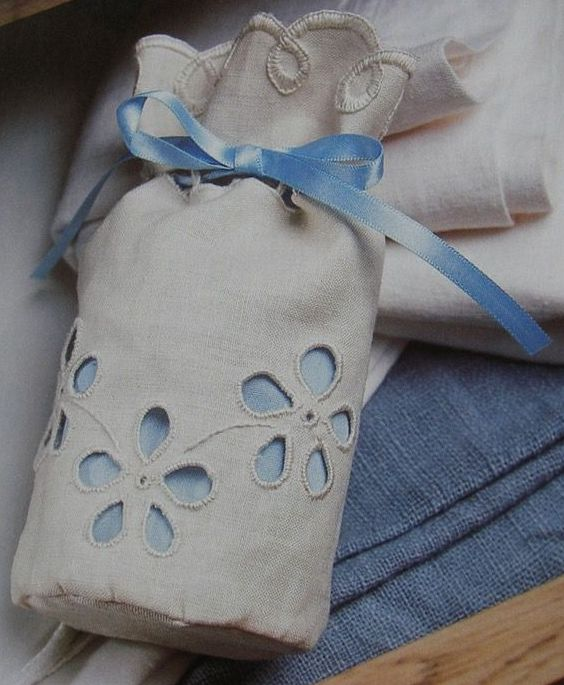 Broderie Anglaise Bag ~ Hand Embroidery Pattern