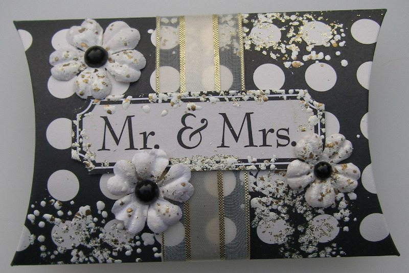 Mr & Mrs Pillow Favor Box full