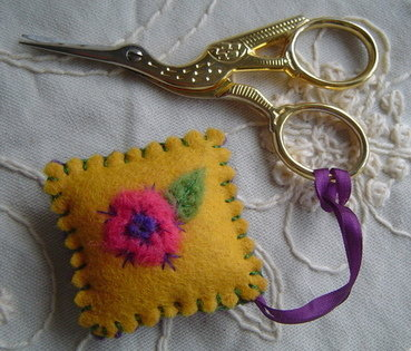 Scissor keep, Yellow - Felt & hand embroidery