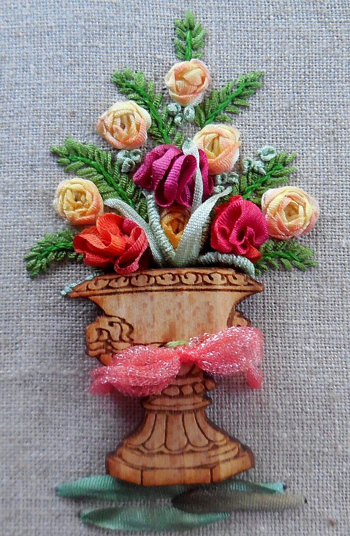 ribbon peach vase close