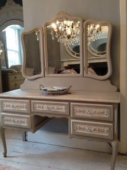 French Louis XV Dressing Table with mirror (Code: NEWARKDT)