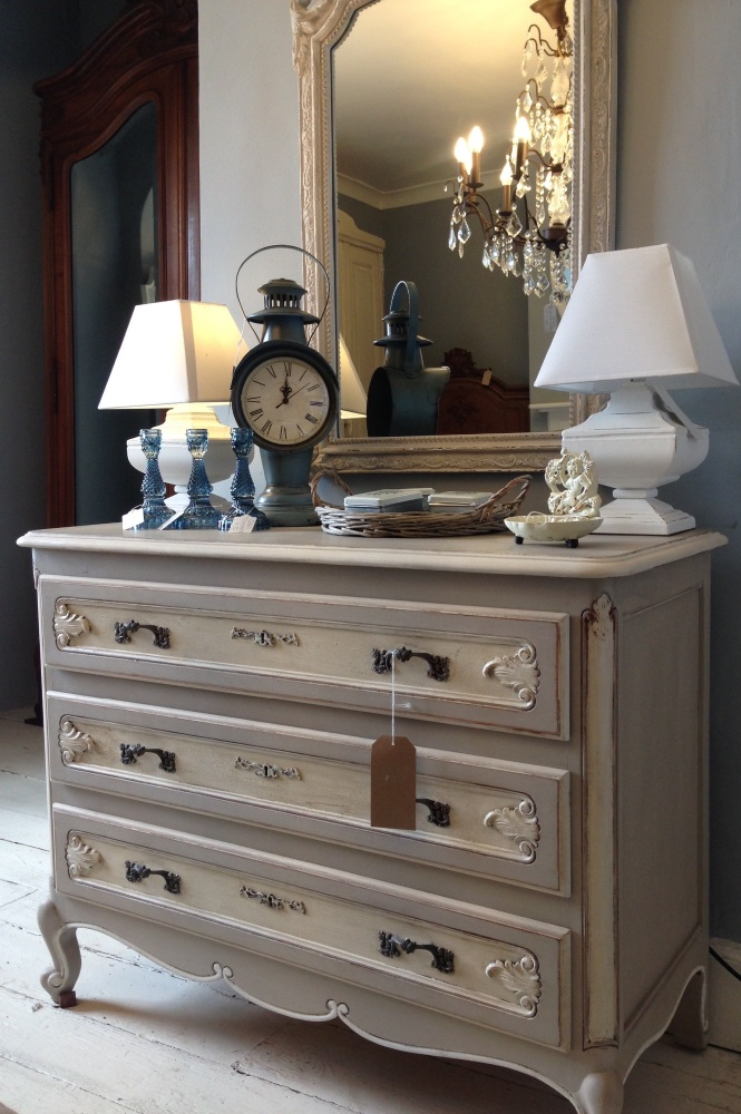 Vintage Painted French Louis XV Chest of Drawers Code:NNGG