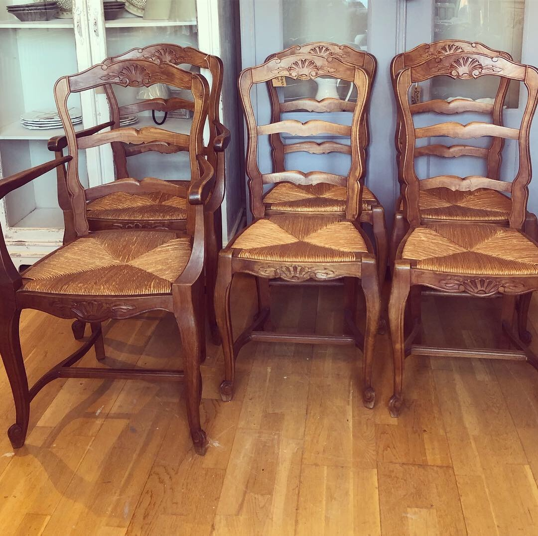 Set of 6 Oak Louis XV Chair 2 are carvers perfect condition