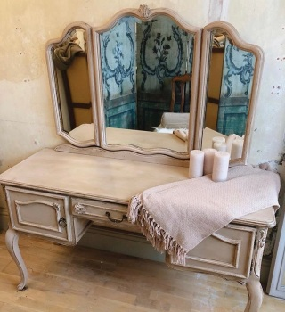 Skin powder antique pink dressing table