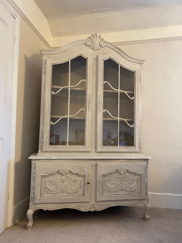 French display armoire