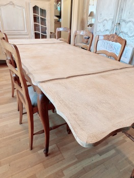 French extending Oak Louis Xv table