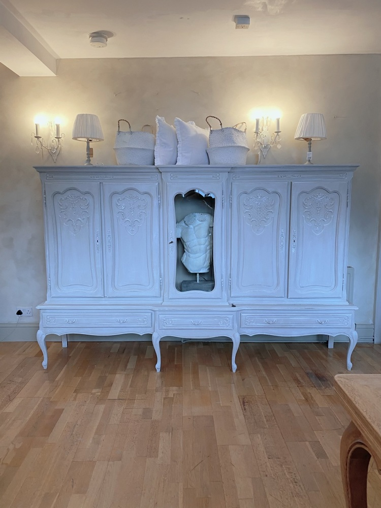 Large display armoire
