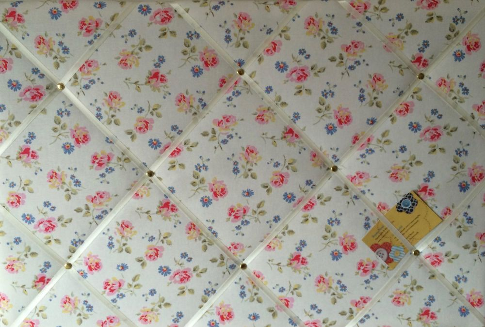Surprise Cath Kidston White Flowers Handcrafted Fabric Notice Pin Memo Cork