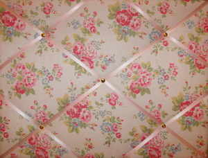 Medium Cath Kidston Country / Spray Flowers Hand Crafted Fabric Notice / Pi