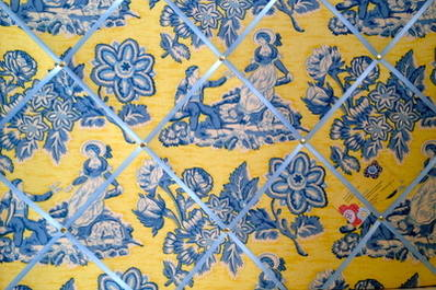Large Nouvea Carolina Hand Crafted Fabric Memory / Notice / Pin / Memo Boar