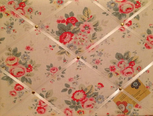 Medium 40x30cm Cath Kidston White Trailing Floral Hand Crafted Fabric Notic