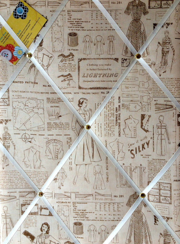 Medium 40x30cm Makower Retro 1950s Sewing Pattern Hand Crafted Fabric Notic